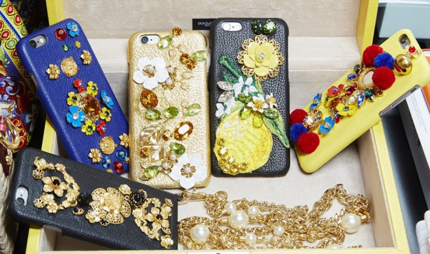 dolce-and-gabbana-spring-summer-2016-iphone-cover-embellished-1068x712